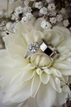 白い花と指輪.jpg
