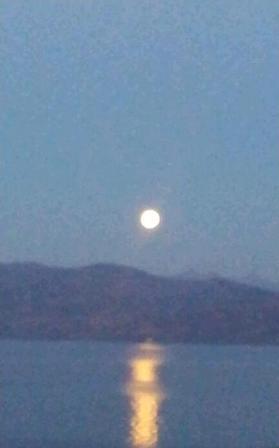 洞爺湖満月.JPG