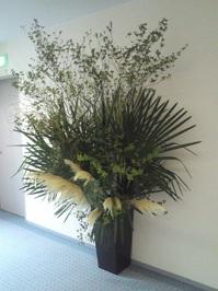 ホールの花①.jpg