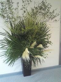 ホールの花②.jpg